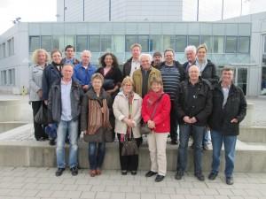 Gruppenbild vor dem Forschungsreaktor